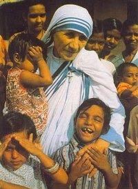 * 德蘭修女箴言 *你今天做的善事,人們往往明天就會忘記, 不管怎樣,你還是要做善事。 ... ... ...
